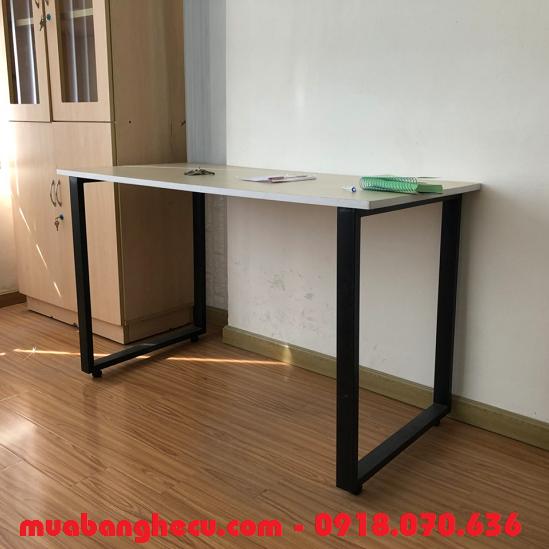 bàn gỗ chân sắt giá rẻ